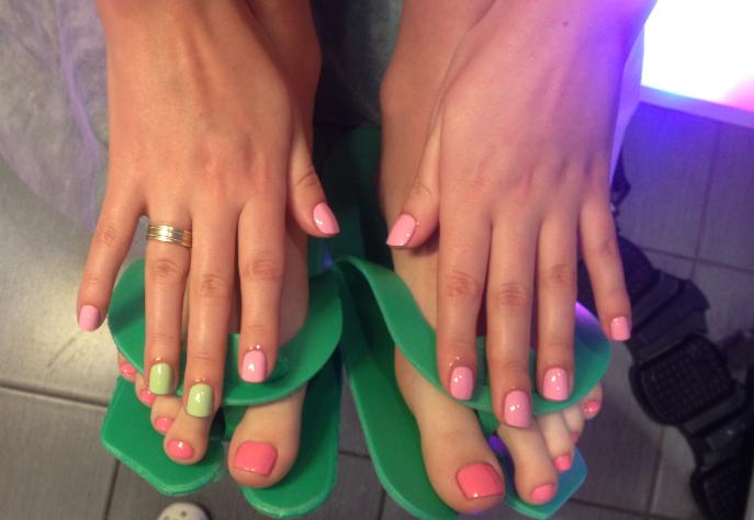 Дизайны ногтей два цвета